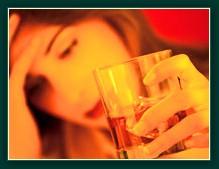 Алкоголь может задержать месячные.